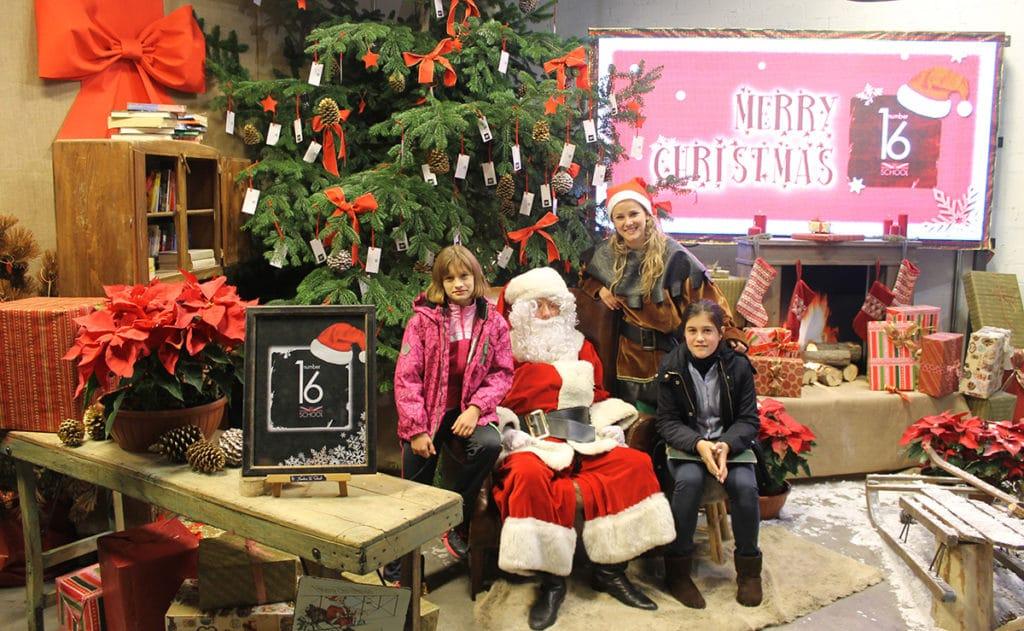 Papa Noel con amigos de Number 16 School