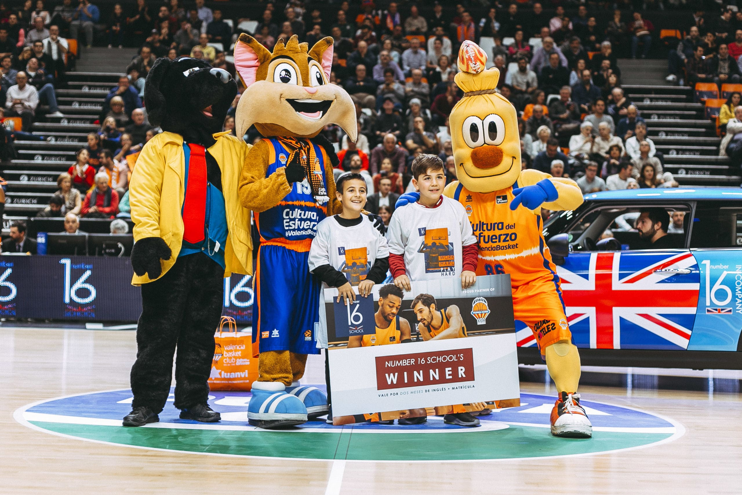 Number 16 School Valencia Basket